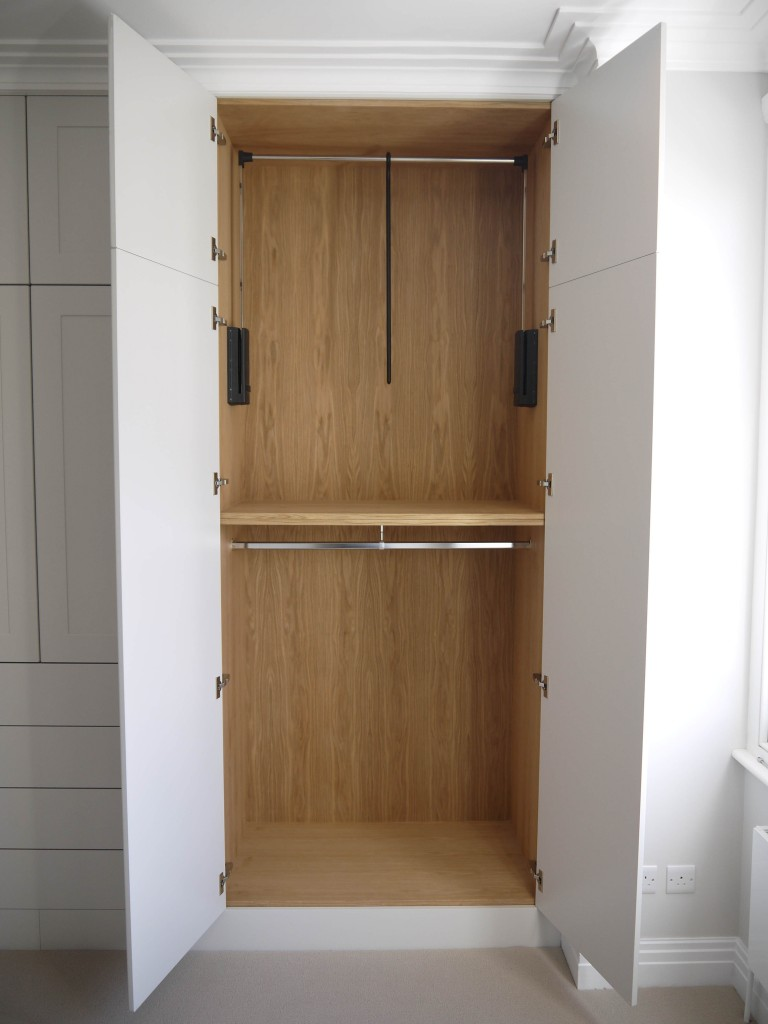 Wardrobe 2 - R/H Section view