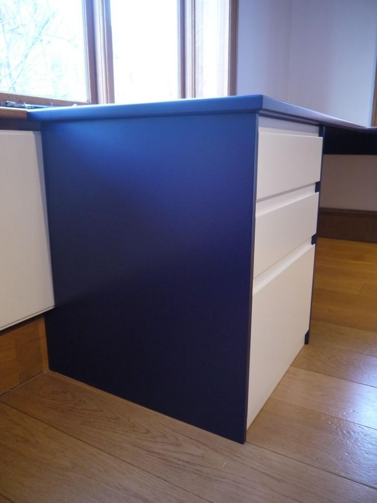 L-shaped desk - pedestal detail