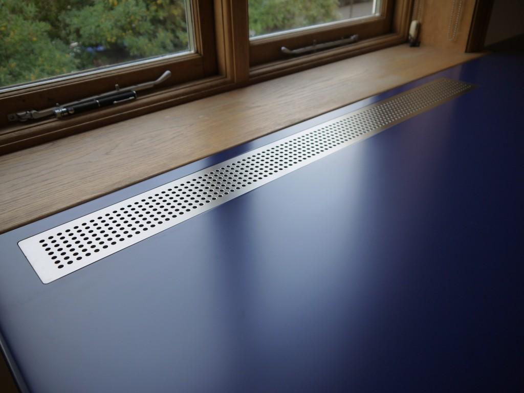 L-shaped desk - vent detail